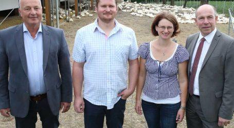 Eiermacher bauen Entenproduktion auf
