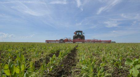 Neues Ackerbauverfahren mit festen Reihen