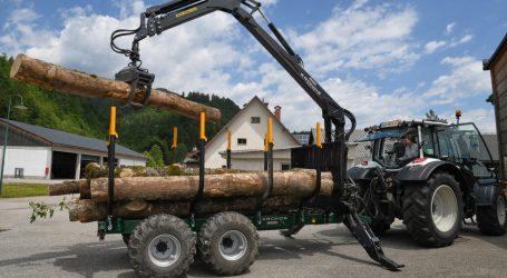 Bergbauernschule bekommt teures Forstgerät