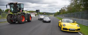 Nürburgring mit Großtraktor rückwärts umrundet