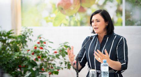 Ministerin erster Gast bei Online -Talk