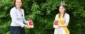 Nathalie und Antonia animieren zum Erdbeerkonsum