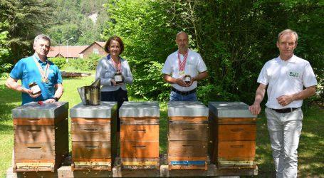 Vergoldeter Bio-Honig aus der Imkerschule